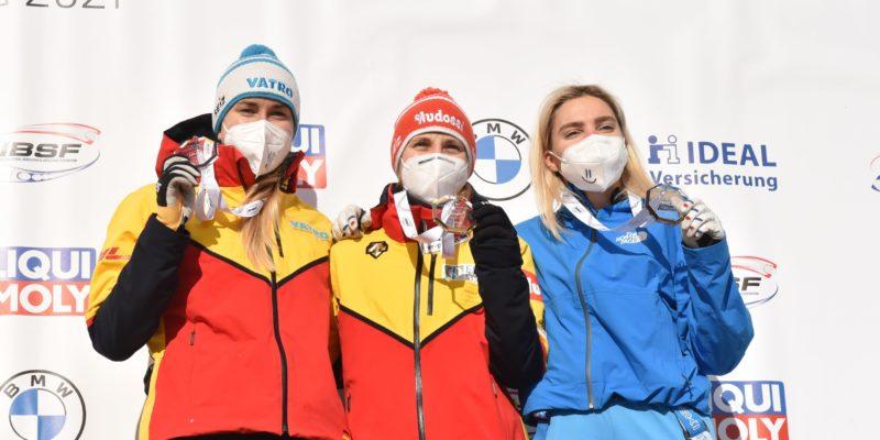 Bob und Skeleton Weltmeisterschaft auf Bobbahn Altenberg Siegerehrung Frauen Skeleton  Foto: Egbert Kamprath